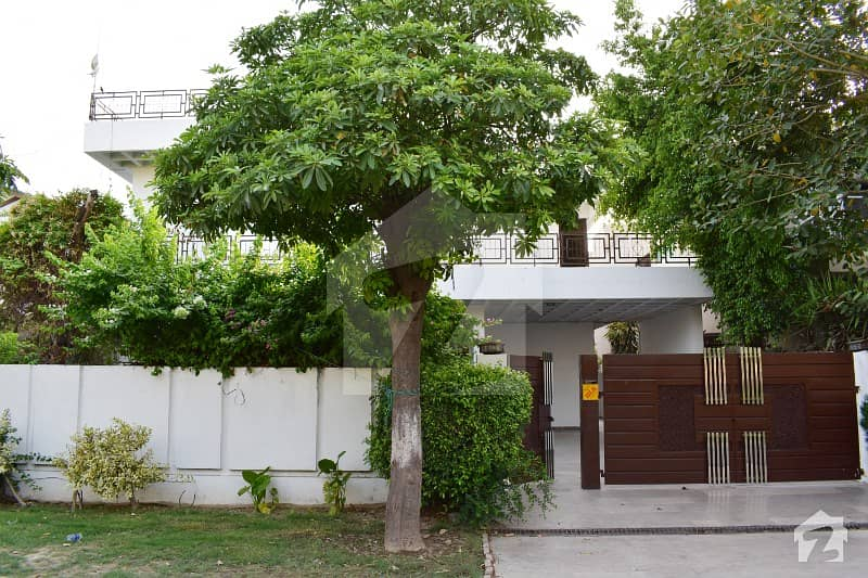 Super Hot Location 20 Marla Bungalow Near Y Market Direct Approach