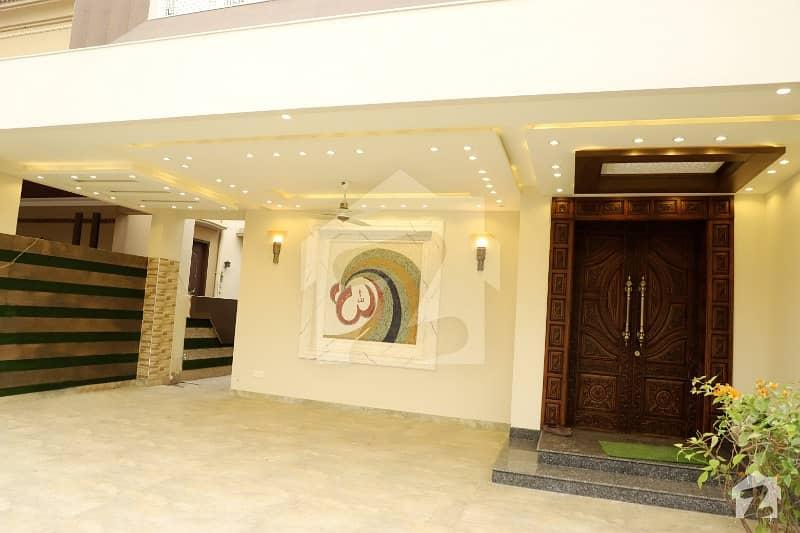 ڈی ایچ اے فیز 6 ڈیفنس (ڈی ایچ اے) لاہور میں 5 کمروں کا 1 کنال مکان 1.6 لاکھ میں کرایہ پر دستیاب ہے۔