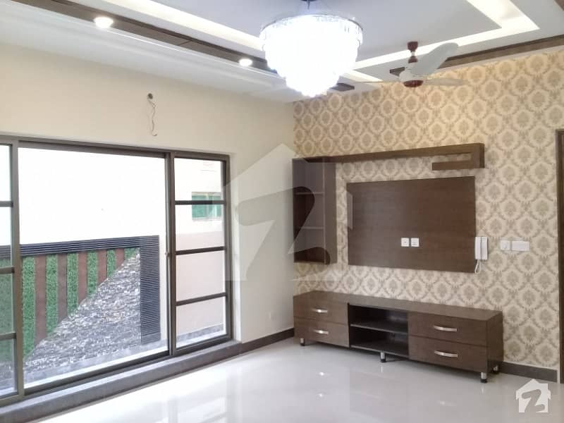LG Offer Superb 10 Marla Outclass Luxury Bungalow For Sale