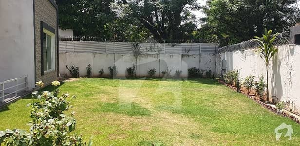 ای ۔ 7 اسلام آباد میں 10 کمروں کا 2.27 کنال مکان 48 کروڑ میں برائے فروخت۔
