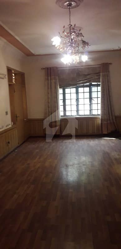 10 Marla Almost Brand New Condition Ideal Location House For Sale