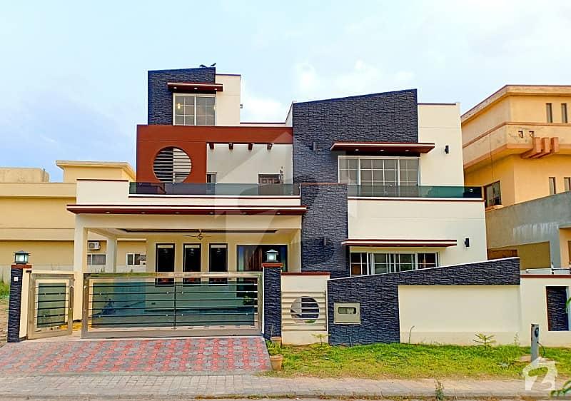 Lavish Brand New 1 Kanal House