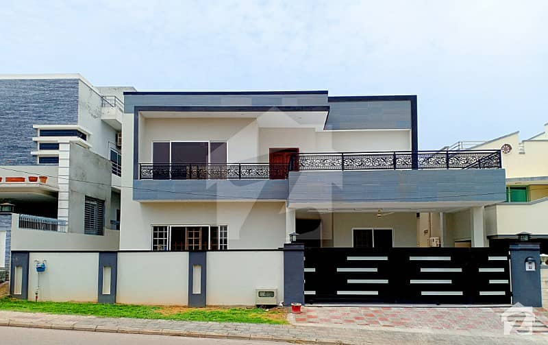 Near McDonald 1 Kanal Beautiful House