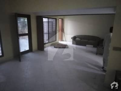 Three Bed Rooms Pent House With Servant Quarter Extra Space