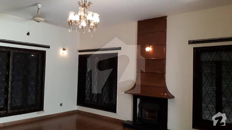 1 Kanal Wonderful Double Unit Bungalow With Basement For Rent In Phase 3