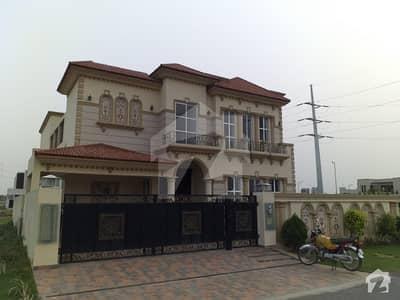 ڈی ایچ اے فیز 6 - بلاک ای فیز 6 ڈیفنس (ڈی ایچ اے) لاہور میں 5 کمروں کا 1 کنال مکان 5. 25 کروڑ میں برائے فروخت۔
