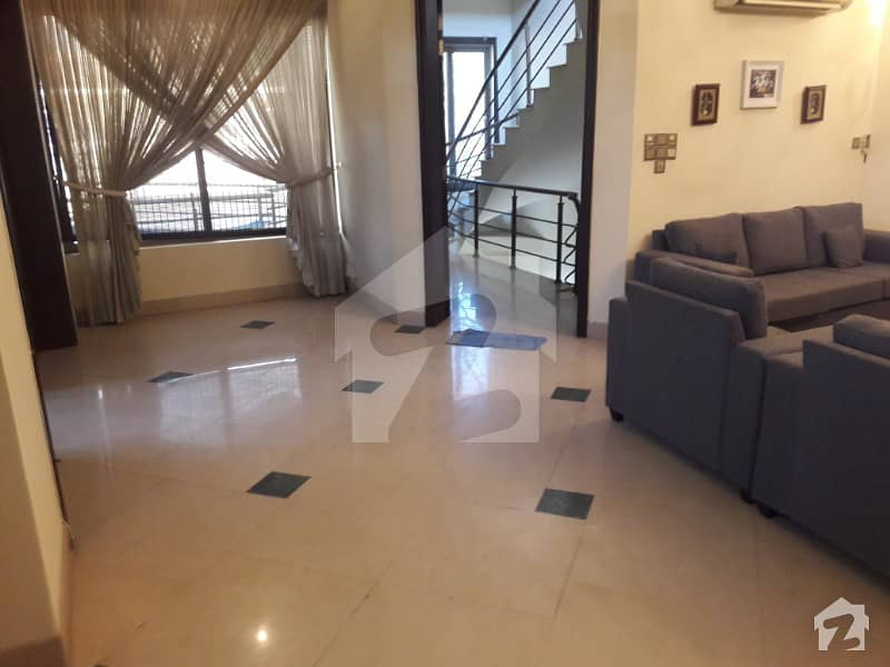 کری ماڈل ٹاؤن اسلام آباد میں 4 کمروں کا 14 مرلہ مکان 2.3 کروڑ میں برائے فروخت۔