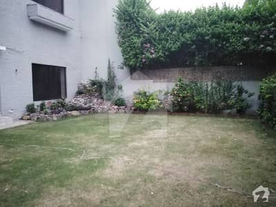 2 Kanal Life Time Commercial Paid Bungalow For Rent