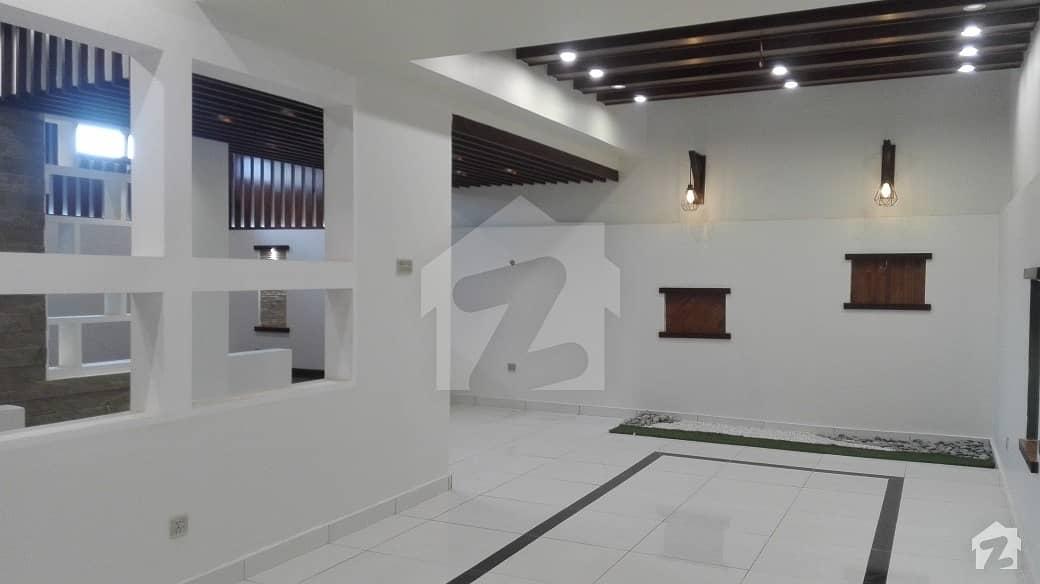 ڈی ایچ اے فیز 8 ڈی ایچ اے کراچی میں 4 کمروں کا 4 مرلہ مکان 4.5 کروڑ میں برائے فروخت۔