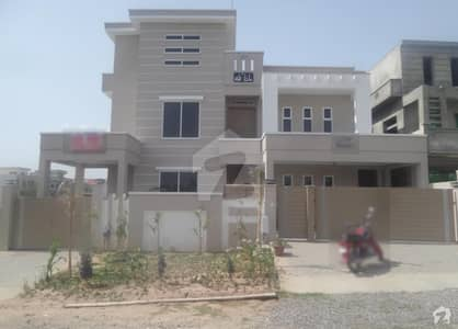 Here Is A Good Opportunity To Live In A Well-Build House