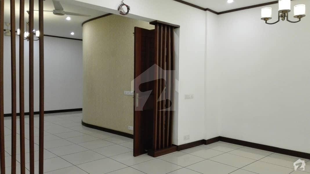 ڈی ایچ اے فیز 8 ڈی ایچ اے کراچی میں 4 کمروں کا 5 مرلہ مکان 5.25 کروڑ میں برائے فروخت۔