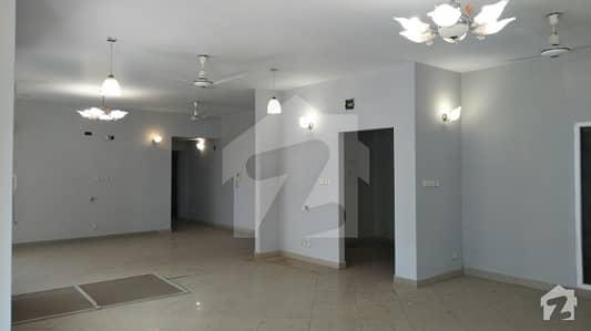 کریک وسٹا ڈی ایچ اے فیز 8 ڈی ایچ اے کراچی میں 3 کمروں کا 14 مرلہ فلیٹ 6. 6 کروڑ میں برائے فروخت۔