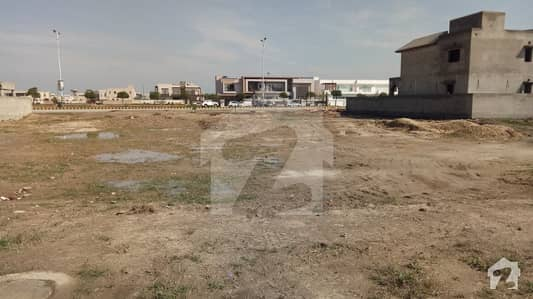 1 KANAL PLOT FOR SALE BLOCK  N DIRECT APPROACH 150 FT ROAD