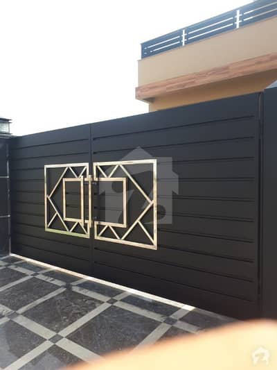 1 Kanal Hot Location house on best Price in M  2 Lake City