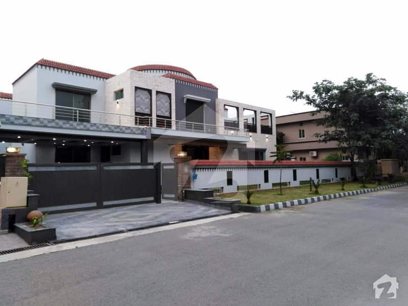سرور کالونی کینٹ لاہور میں 7 کمروں کا 1.7 کنال مکان 18 کروڑ میں برائے فروخت۔