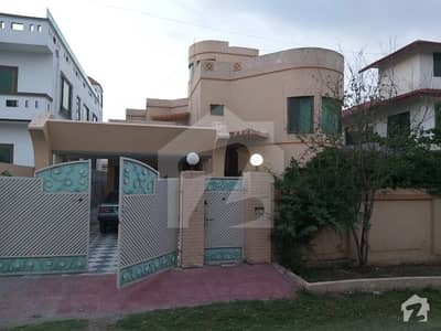 A Beautiful 1 Kanal House Available For Rent