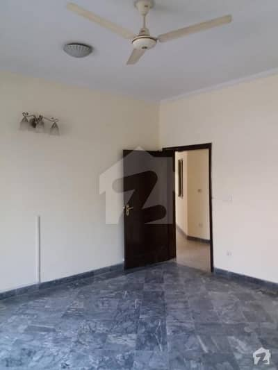 35 Marla Corner Bungalow For Sale At 650 Lac