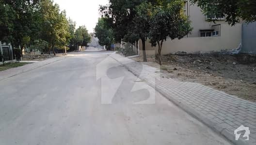 10 Marla Plot  9 Tulip Block Facing Mini Golf  Bahria Town Lahore Demand 121 Crore