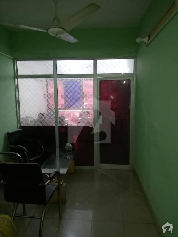 ایف ۔ 10 مرکز ایف ۔ 10 اسلام آباد میں 1 کمرے کا 2 مرلہ دفتر 85 لاکھ میں برائے فروخت۔
