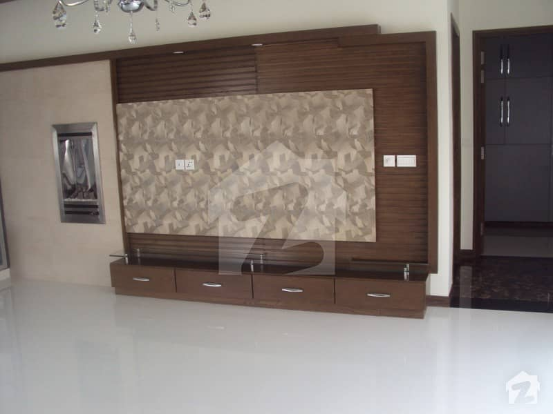 Modern Location 1 Kanal Lower Portion For Rent In Defence Lahore