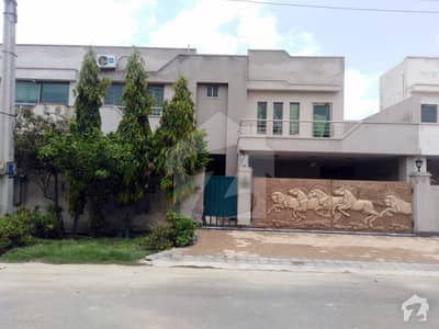 10 Marla House For Sale In Ideal Location