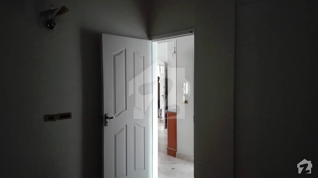 Urgent 3 Bedrooms Apartment With Open Roof For Sale Near Ayesha Masjid
