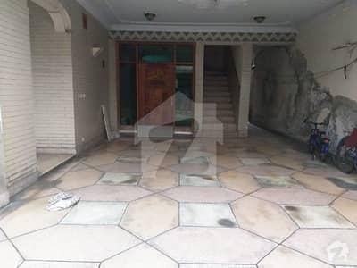 ماڈل ٹاؤن لِنک روڈ ماڈل ٹاؤن لاہور میں 7 کمروں کا 1 کنال مکان 3.8 کروڑ میں برائے فروخت۔
