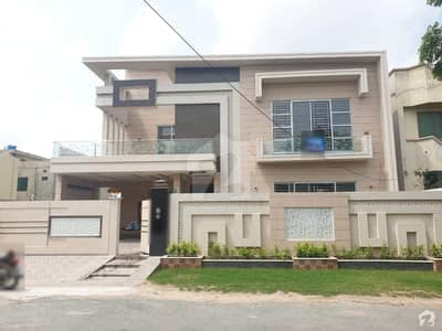 1 Kanal Ultra Modern House Very Hot Location Solid Construction
