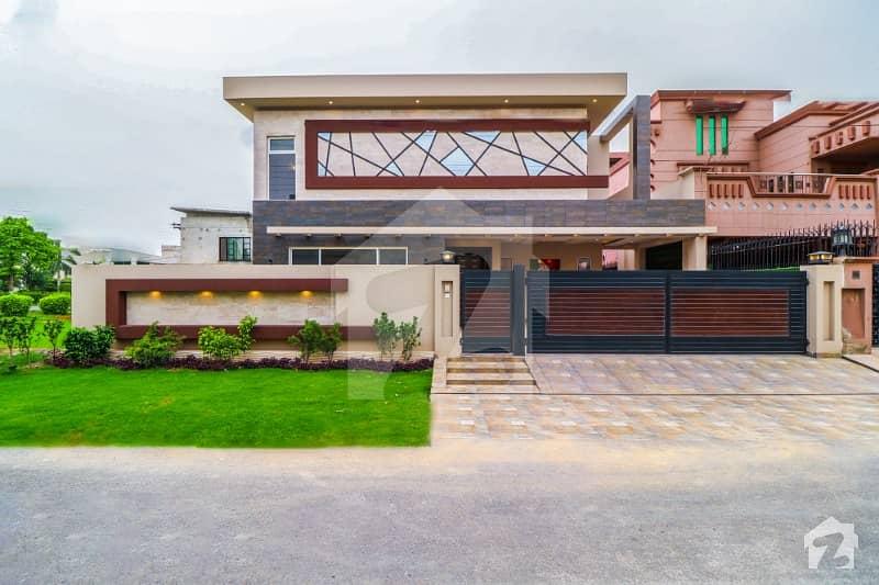 Most Beautiful Glorious Owner Build 1 Kanal Bungalow Near Park