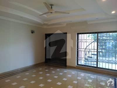 Kanal Beautiful Designer Bungalow Near To Cca Block J Phase 3 DHA Lahore
