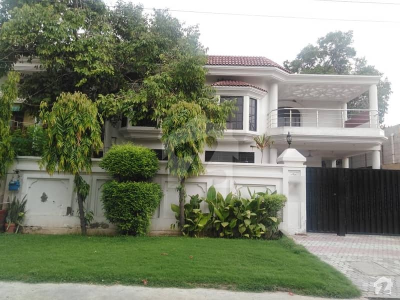 1 Kanal Well Maintained Double Storey House Is Available For Sale