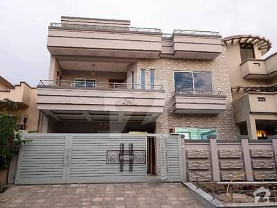 جی ۔ 13 اسلام آباد میں 6 کمروں کا 11 مرلہ مکان 3.6 کروڑ میں برائے فروخت۔