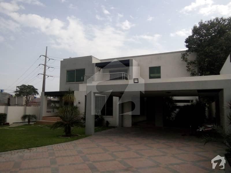 ڈی ایچ اے فیز 2 - بلاک وی فیز 2 ڈیفنس (ڈی ایچ اے) لاہور میں 8 کمروں کا 2 کنال مکان 3 لاکھ میں کرایہ پر دستیاب ہے۔