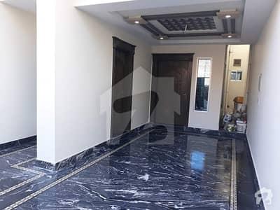 خیابانِ شیر سرگودھا میں 4 کمروں کا 6 مرلہ مکان 40 ہزار میں کرایہ پر دستیاب ہے۔