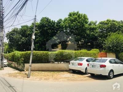گارڈن ٹاؤن - ابو بھکر بلاک گارڈن ٹاؤن لاہور میں 2 کنال کمرشل پلاٹ 23 کروڑ میں برائے فروخت۔