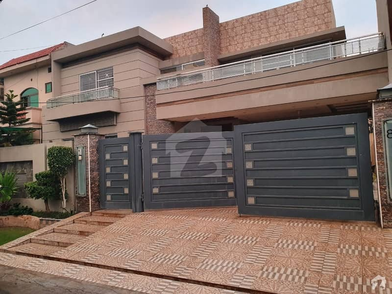 1 Kanal Ultra Modern House On Very Hot Location Owner Build Solid Construction