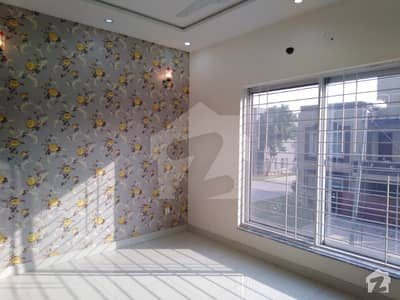 2 BED FLAT ABLABLE IN VERY LOW PRICE NEAR BY MARKT AND GRAND MOSQUE
