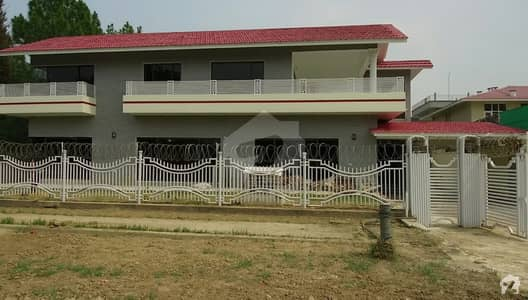 6 Bed Corner House Is Available For Rent