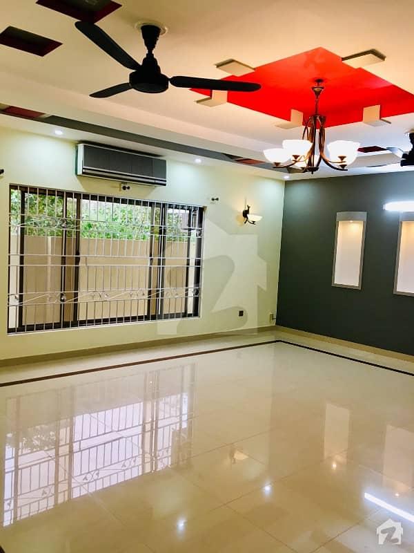 ای ۔ 11/3 ای ۔ 11 اسلام آباد میں 5 کمروں کا 1 کنال مکان 7 کروڑ میں برائے فروخت۔