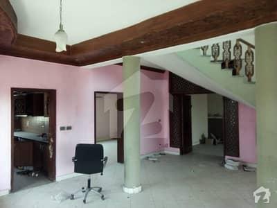 پی ای سی ایچ ایس - بلاک سی ایکسٹینشن پی ای سی ایچ ایس اسلام آباد میں 4 کمروں کا 10 مرلہ مکان 1.15 کروڑ میں برائے فروخت۔