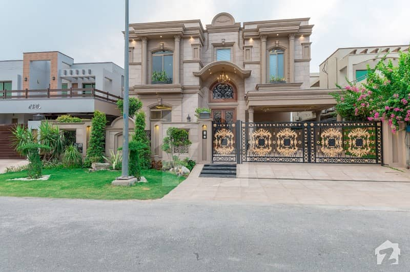 Spectacular Brand New 6 Bedroom With Full Basement Cinema Double Stair