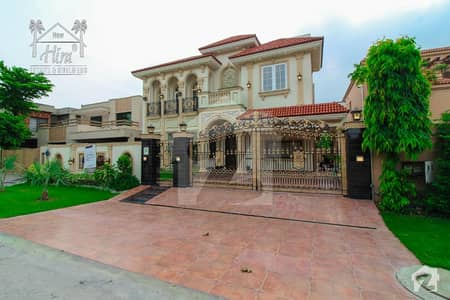 22 MARLA BEAUTIFUL ROYAL VILLA WITH BASEMENT FOR SALE