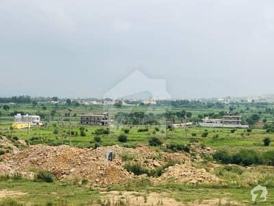 ڈی ۔ 18 اسلام آباد میں 4 مرلہ کمرشل پلاٹ 1 کروڑ میں برائے فروخت۔