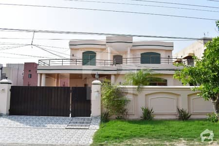 Dha - One Kanal Double Unite Well Maintained Bungalow Located At Prime Location