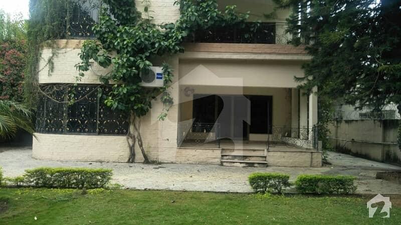 جی ۔ 6 اسلام آباد میں 6 کمروں کا 2.4 کنال مکان 3 لاکھ میں کرایہ پر دستیاب ہے۔