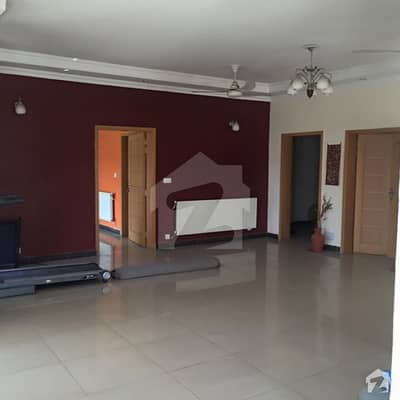 2 Kanal House With Huge Lawn For Rent