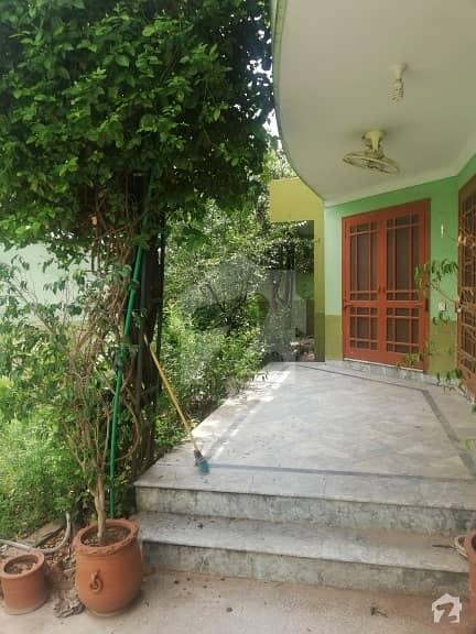 بنی گالہ اسلام آباد میں 4 کمروں کا 1.5 کنال مکان 85 ہزار میں کرایہ پر دستیاب ہے۔