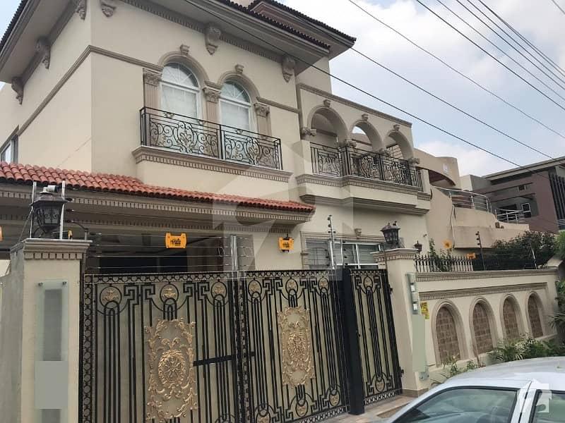 اسٹیٹ لائف ہاؤسنگ سوسائٹی لاہور میں 5 کمروں کا 10 مرلہ مکان 2.43 کروڑ میں برائے فروخت۔