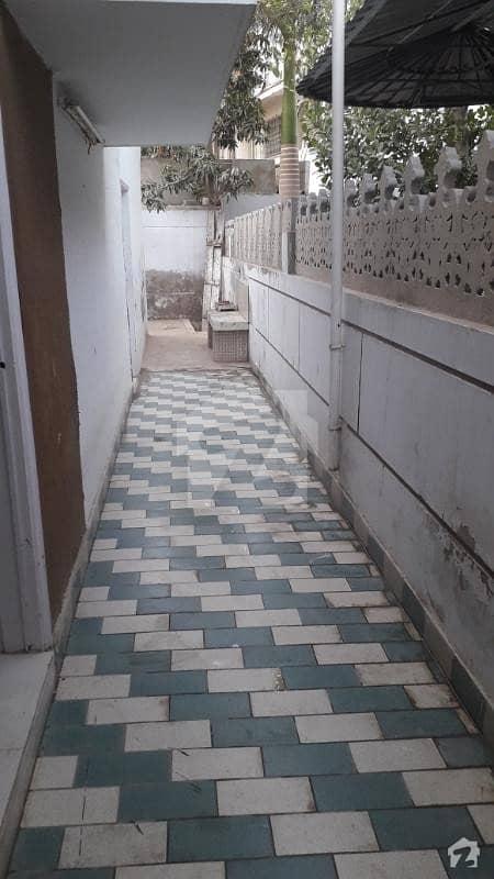 کلفٹن ۔ بلاک 8 کلفٹن کراچی میں 4 کمروں کا 18 مرلہ مکان 8.5 کروڑ میں برائے فروخت۔