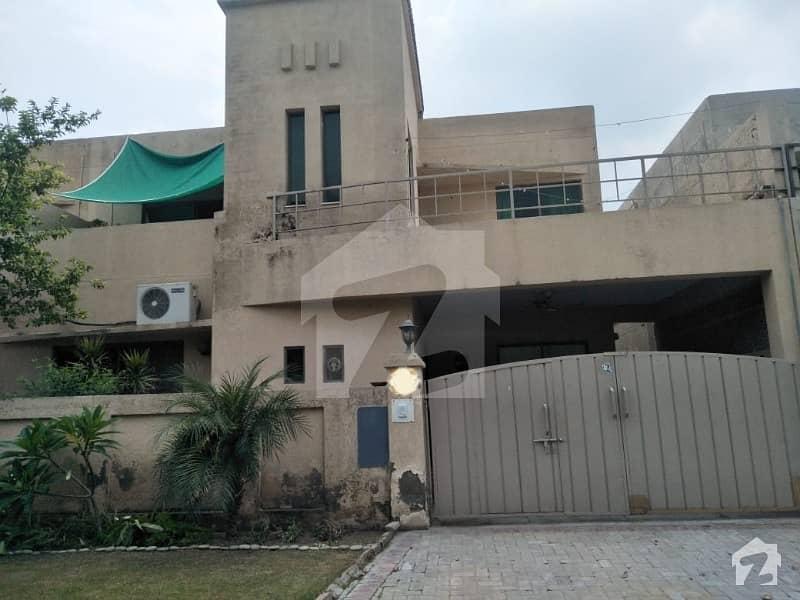 عسکری 10 - سیکٹر سی عسکری 10 عسکری لاہور میں 5 کمروں کا 10 مرلہ مکان 2.5 کروڑ میں برائے فروخت۔